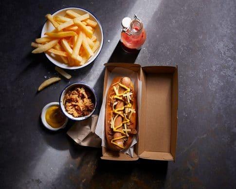 Food Stylist, hotdog and chips